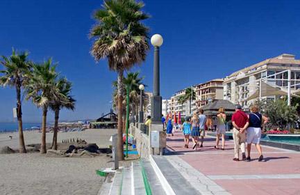 Video promocional de Estepona | Doncella Beach, Conjunto Residencial Gran Lujo situado en Estepona (Costa del Sol) en primera línea de playa, apartamentos, áticos y dúplex, de 1 a 5 dormitorios