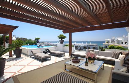 Wideo promocyjne : Doncella Beach | Luksusowy kompleks mieszkaniowy położony w Esteponie (Costa del Sol), w pierwszej linii zabudowy przy plaży, apartamenty, penthousy, dwupoziomowe rezydencje, od 1 do 5 sypialni